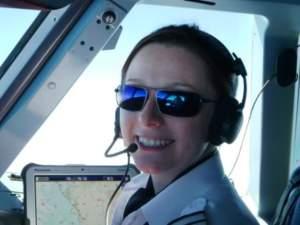 Commercial airline pilot in the flightdeck wearing Bigatmo Meso sunglasses